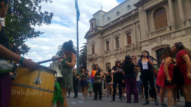 Jujuy dijo NO a la violencia contra la mujer replicando la intervención feminista de Chile