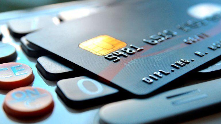 Sin recarga del 30%: un cambio de último momento blinda a las compras con tarjeta realizadas antes de la sanción de la ley