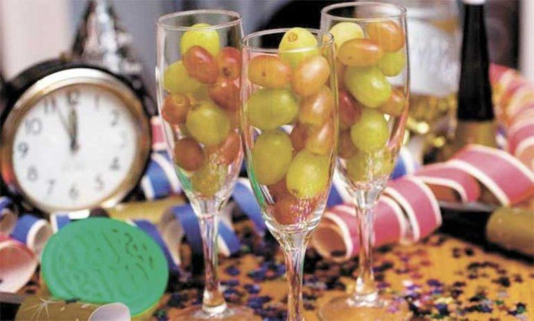 Bombacha rosa, 12 uvas y mucho más: tradiciones para empezar el año con todo
