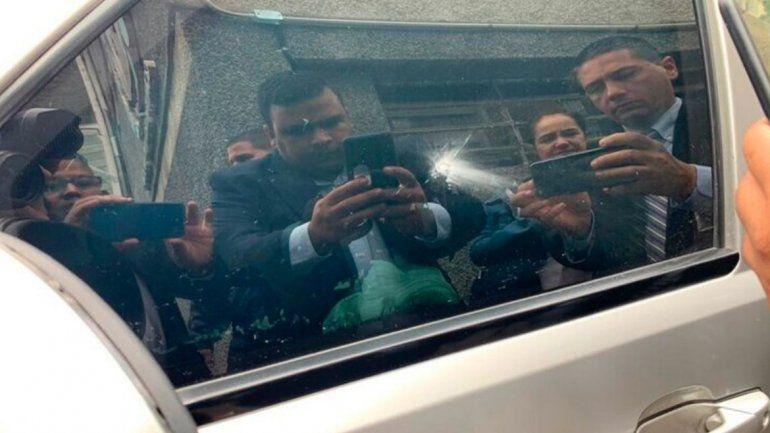 Balearon el auto de Juan Guaidó en Venezuela