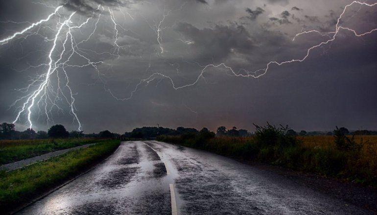 Se largó la tormenta y viene con alerta meteorológica