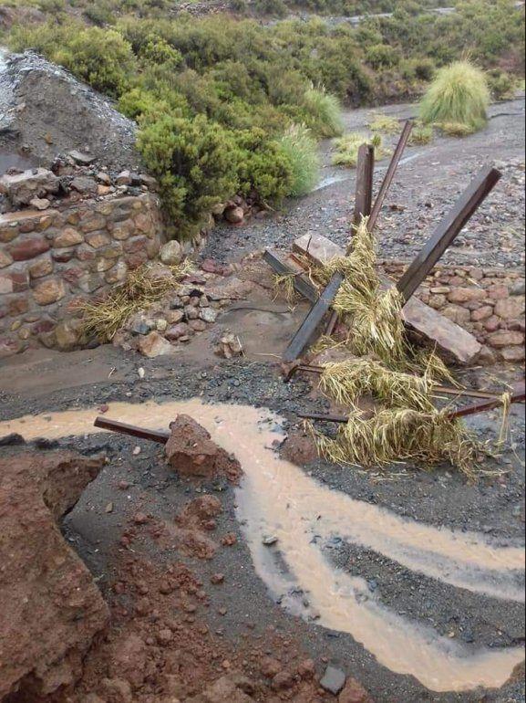 Cayó el puente en El Aguilar y quedó cortada la ruta hacia Tres Cruces