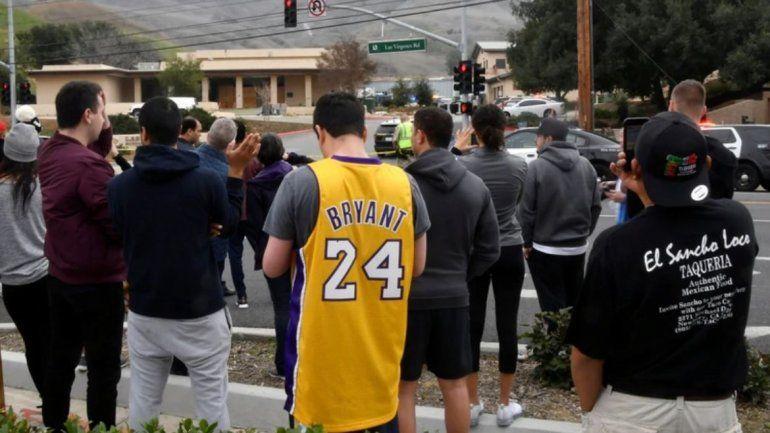 Vecinos del lugar se acercaron al lugar a observar el accidente.