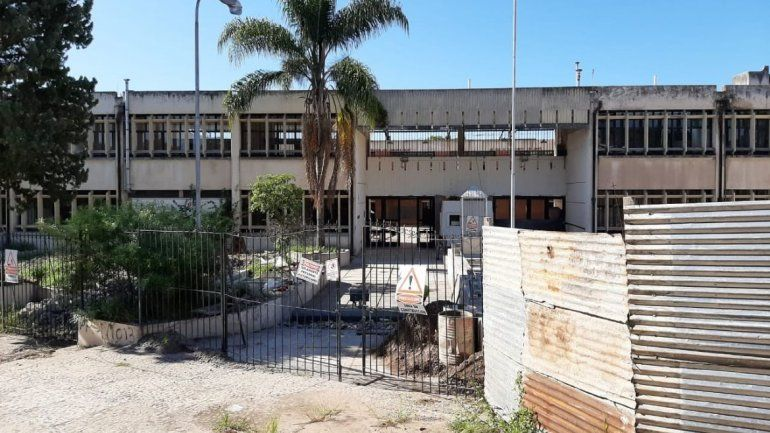 Obras casi paralizadas en la Escuela Santa Rosa de Lima.