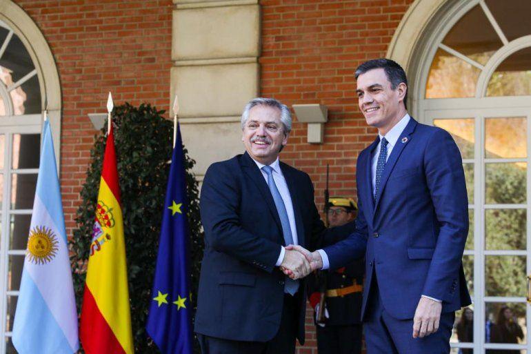 Fernández se reunió con Pedro Sánchez, presidente de España y el rey Felipe VI