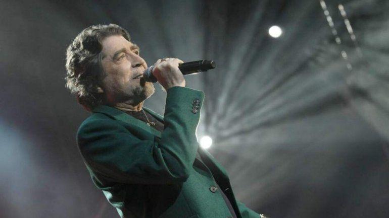 Sabina se cayó del escenario en un show en Madrid y lo sacaron en camilla