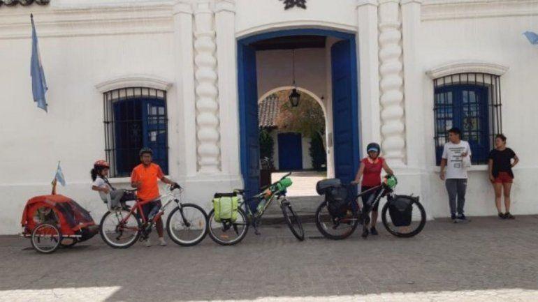 Una familia jujeña recorre Sudamérica en bicicleta