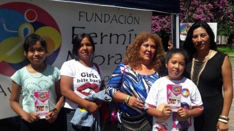 Cortan el pelo gratis y reciben donaciones para concientizar sobre el cáncer infantil en Jujuy