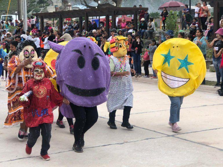 Volcán le dio la bienvenida al Carnaval con todo el color de sus corsos