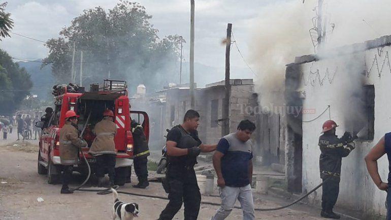 Se incendió una casa en Punta Diamante y la familia perdió todo