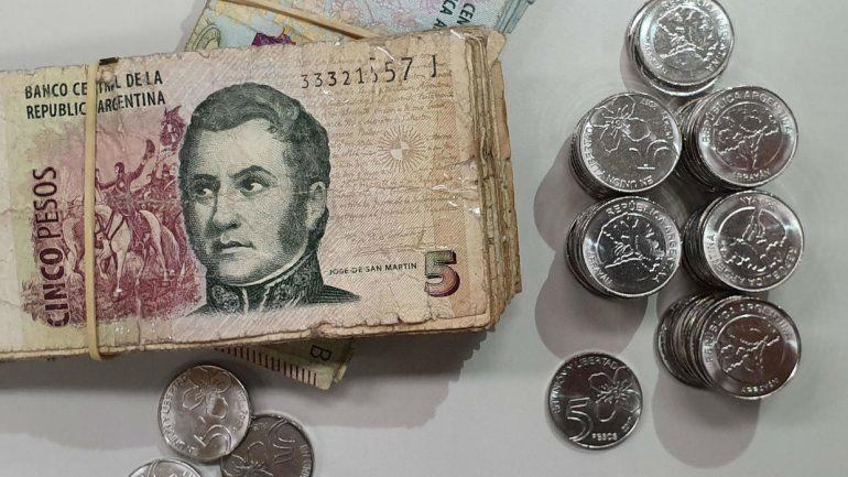 Se vence el plazo de los billetes de $5 y todavía no aparecen las monedas