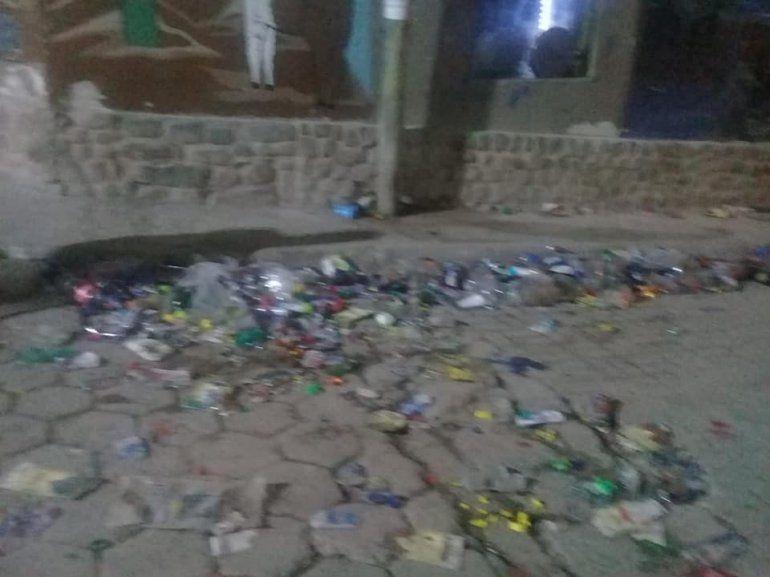 La gente no se llevó sus residuos y Tilcara quedó hecha un basural después del Carnaval