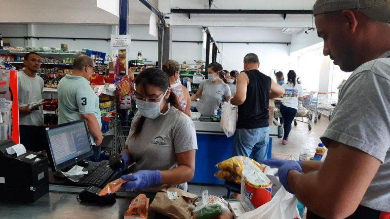 Coronavirus: empleados de supermercados recibirán $5000