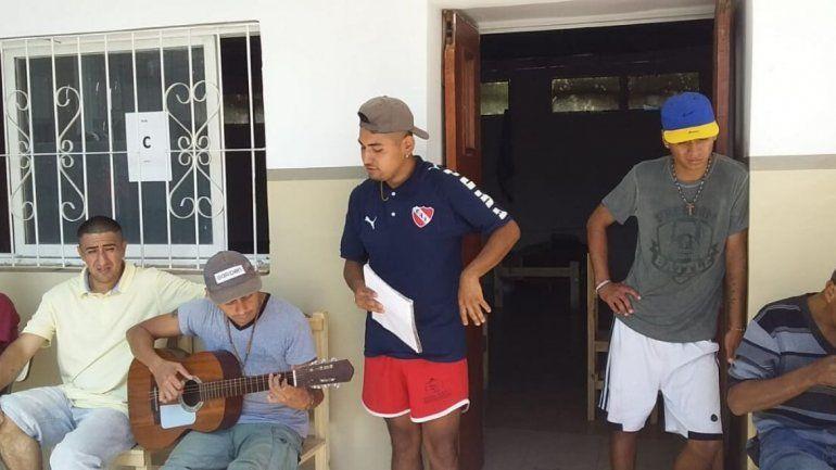 Gente en situación de calle agradecieron con una canción
