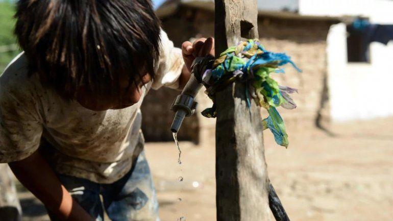 La falta de agua potable y condiciones de higiene y el hacinamiento: los wichi viven en caldos de cultivo de enfermedades. / Emmanuel Fernández