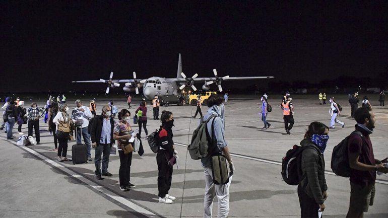 Habrá dos vuelos más para traer argentinos de Perú y Cuba