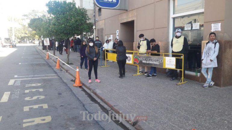 Filas de bancos en Jujuy.
