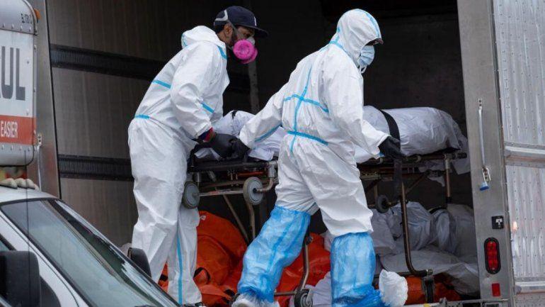 En Nueva York encuentran decenas de cuerpos en camiones — Abominable' hallazgo