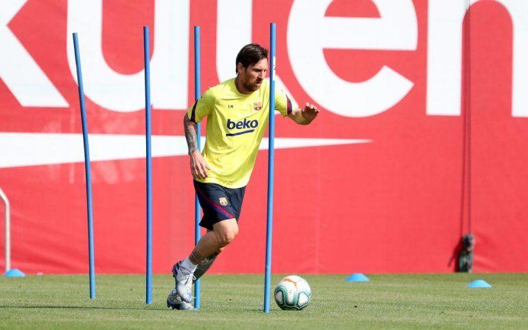 Messi volvió a los entrenamientos en Barcelona