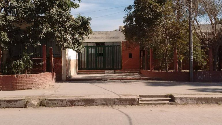 Salta: una perrita murió de hambre en una escuela