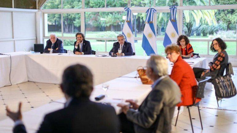 El Presidente se reunió con el comité de expertos