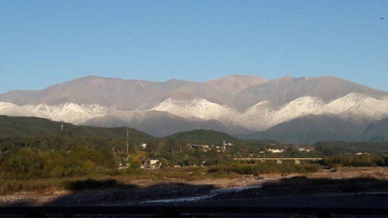 Jujuy amaneció con los cerros nevados: una postal de la belleza natural