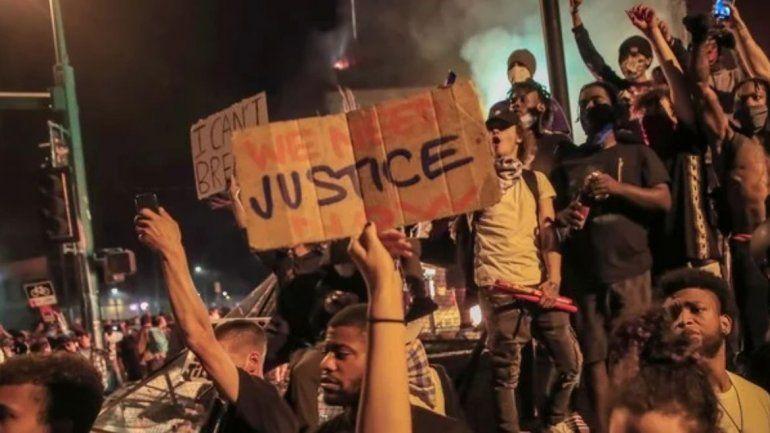 Tensión en EEUU: Masivas protestas por la muerte de un afroamericano