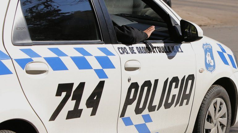 Policías detenidos por incumplir con la cuarentena