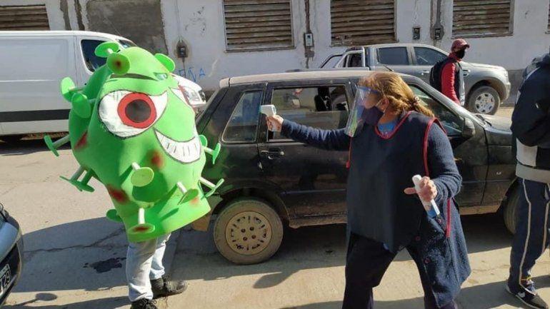 El bicho llegó a Perico, llamativa campaña municipal