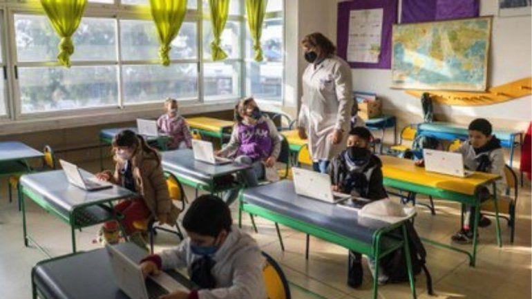 Coronavirus: La OMS advirtió del peligro de volver a las aulas