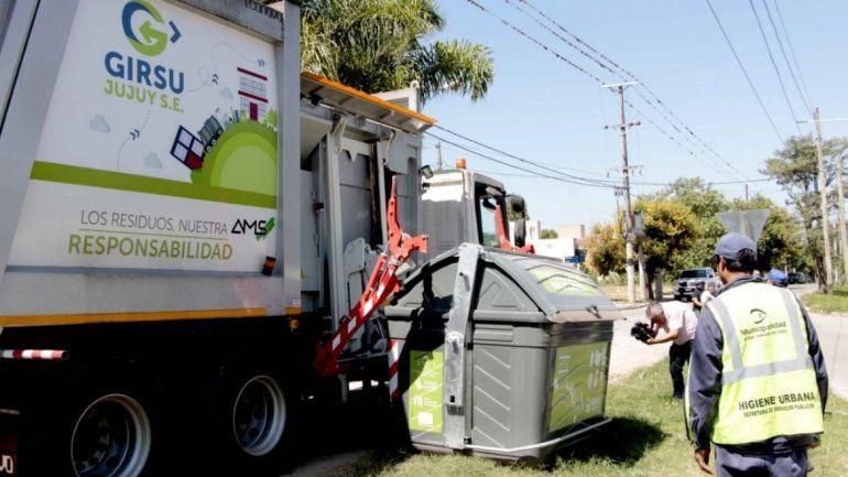 Contenedores para residuos reciclables.