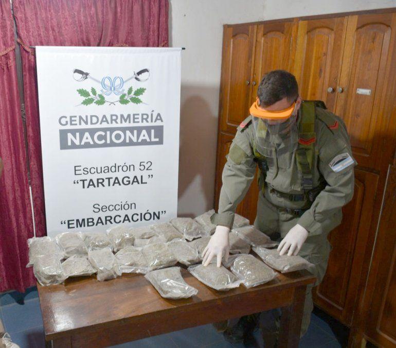 Encontraron 6 kilos de marihuana abandonada en el monte