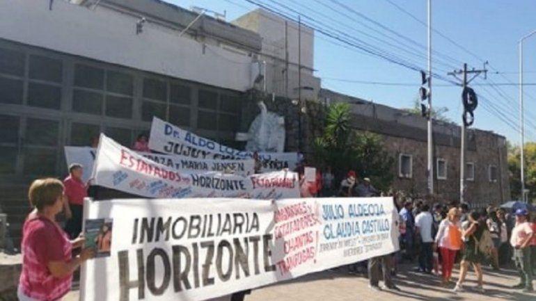 Un reclamo de los afectados por las estafas de la inmobiliaria Horizonte
