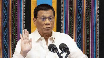 El presidente de Filipinas instó a vacunar mientras duermen a quienes se niegan a ser inoculados frente al Covid-19.