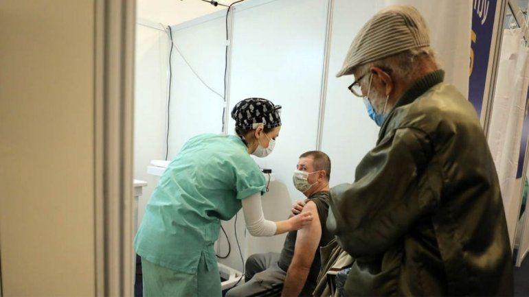 El martes iniciará en Jujuy la vacunación contra el covid-19 para los adultos mayores de 60 años con el lote de 9.000 dosis de la vacuna Covishield AstraZeneca.