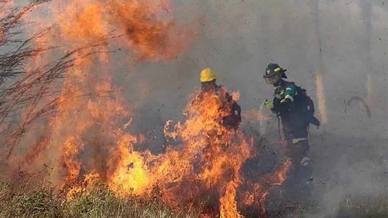 Incendio del Amazonas: Morales viaja mañana a Bolivia en un avión Hércules para hacer el recambio de brigadistas