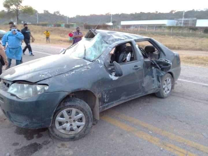 Violento accidente en San Pedro: un auto dio varios tumbos