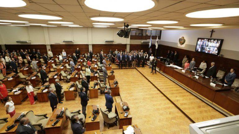 Juraron los diputados en Jujuy: algunos por la patria, otros por Perón y Evita y una por Micaela García