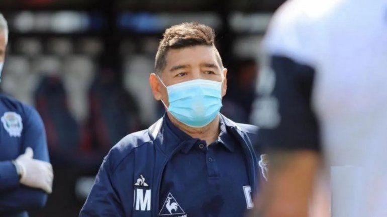 Diego Maradona nuevamente aislado